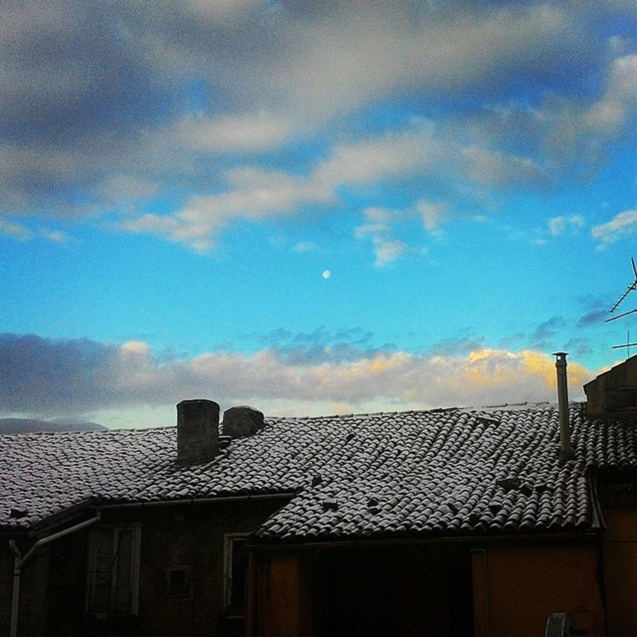 architecture, built structure, building exterior, cloud - sky, sky, no people, low angle view, house, day, residential building, outdoors, roof, nature, tiled roof