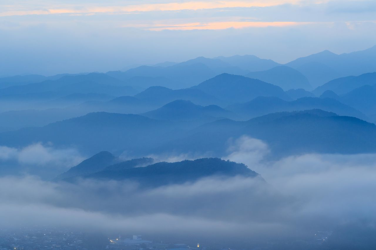 初雲海 奈良県宇陀市鳥見山 sea ​​of ​​clouds Mountain Mountain Range Nature Sea Of ​​clouds Mountain Peak From My Point Of View Landscape Beauty In Nature Early Morning My Fevorite Place