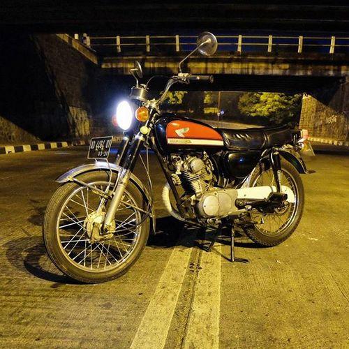 💨 late night ride Honda CB100 Bataskota Surakarta INDONESIA