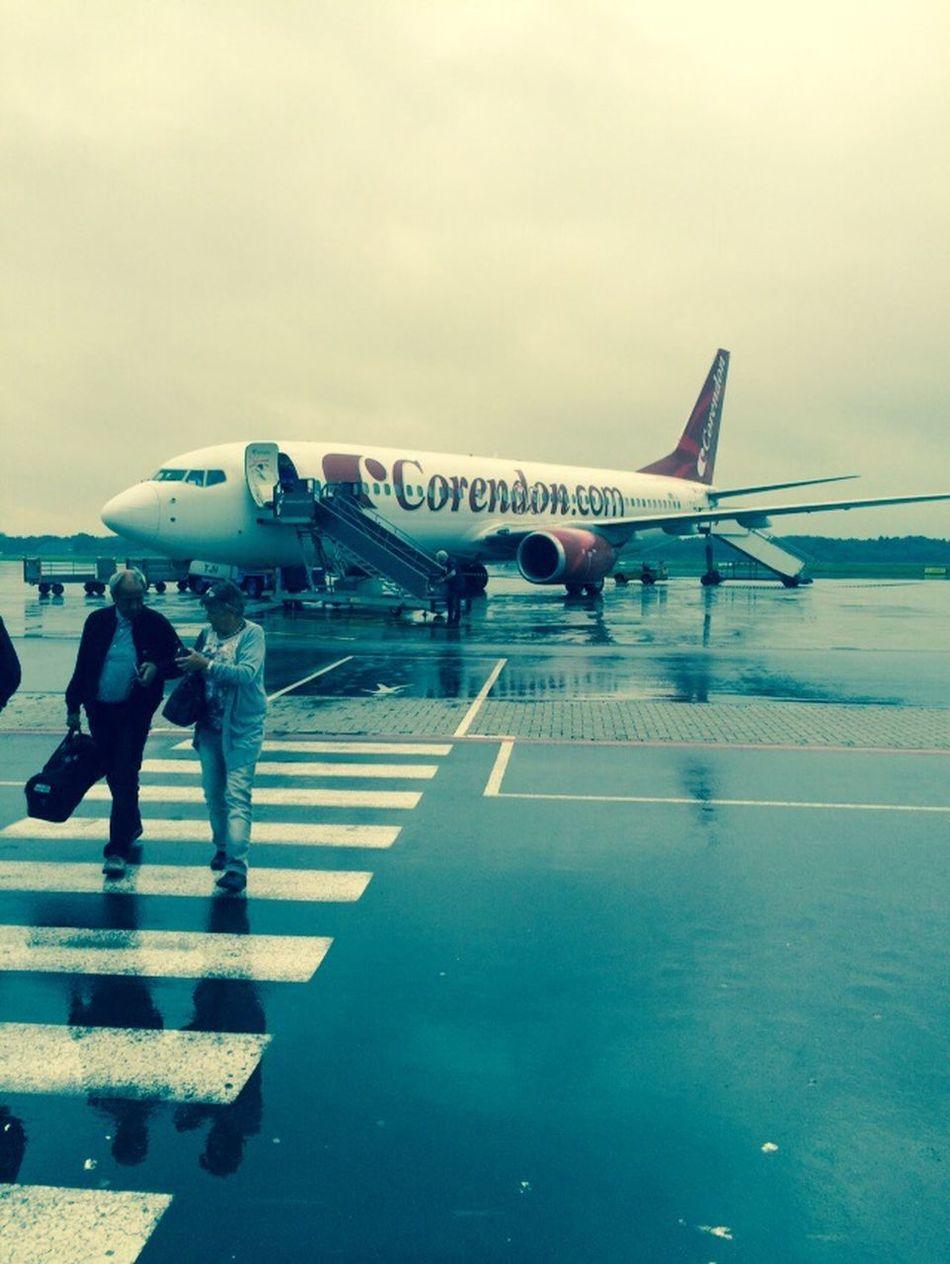 Rain Just Landed Airplane Corendondutchairlines Vacation Turkey
