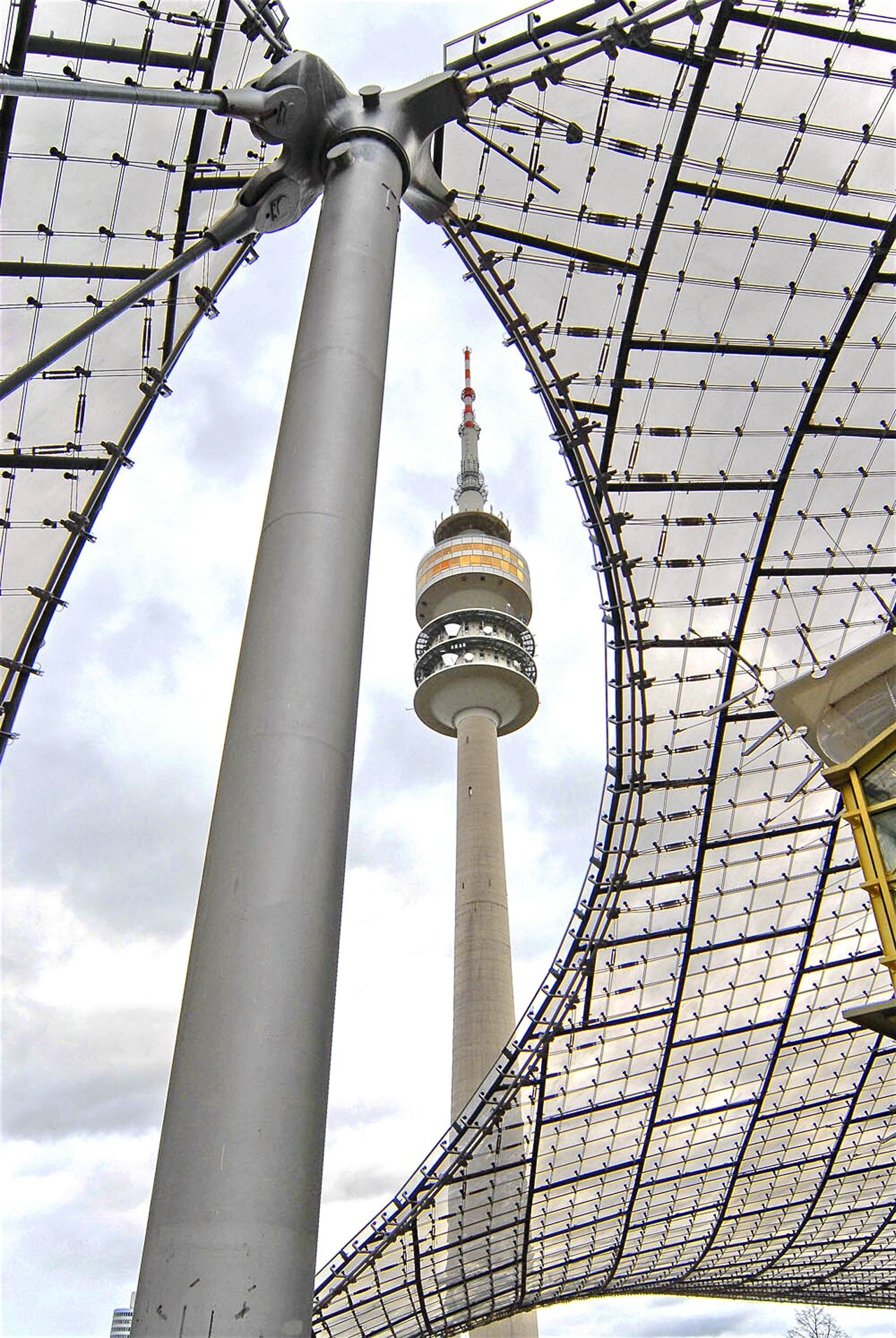 ...framing Olympic Stadium Berlin Olympiastadion Berlin Throwback Structure Framing Taking Photos Check This Out Berlin Photography GERMANY🇩🇪DEUTSCHERLAND@ Tower Contrast Metal Beautiful Structure Architecture The Architect - 2016 EyeEm Awards