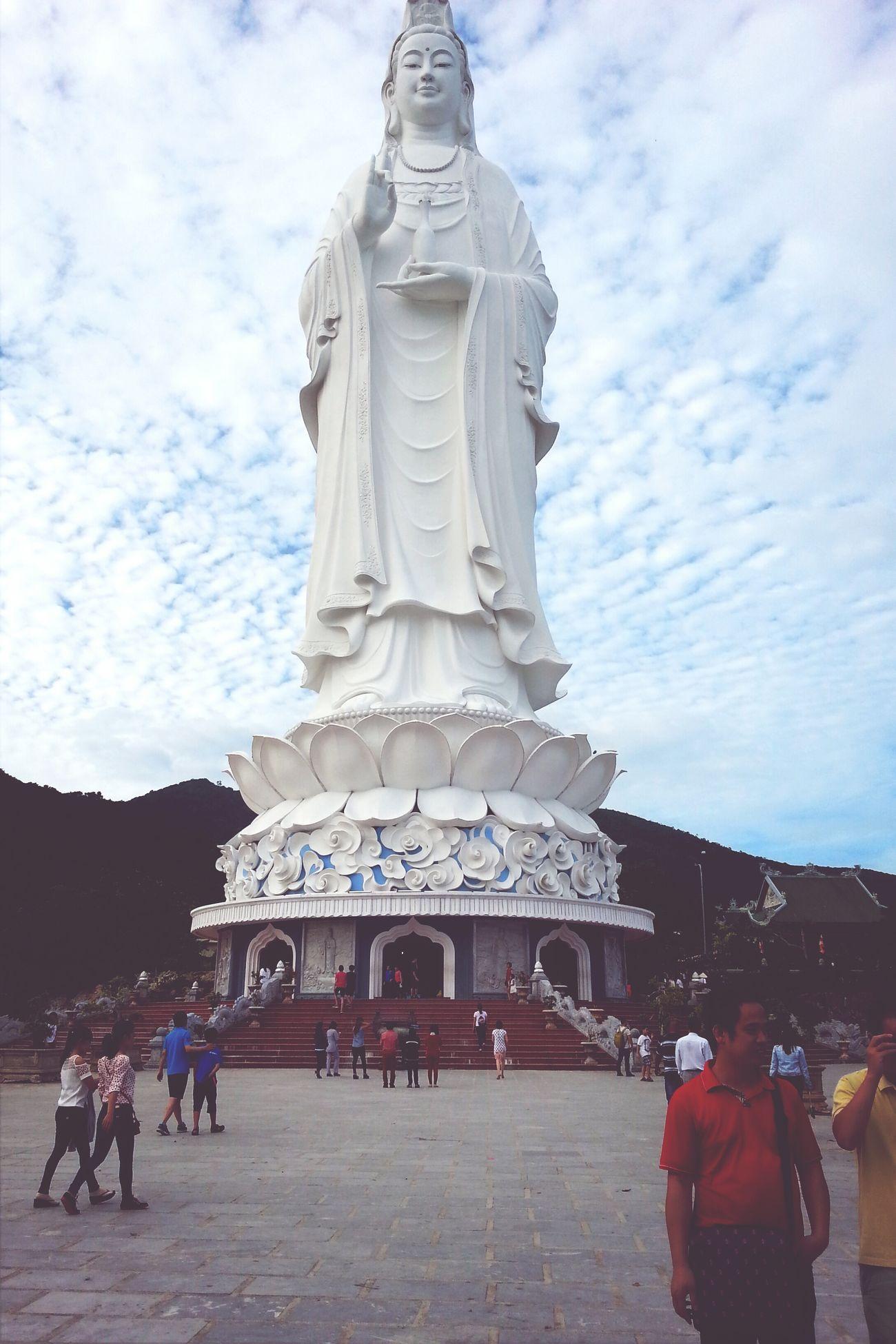 Praying Phật Bà Quan Thế Âm cao 67m, very tall! :))
