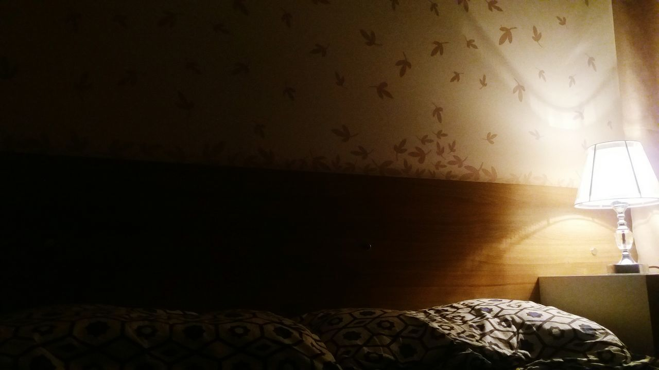 Resting Bedroom Bedside Lamp Bed Bedtime Resting Pillow Leaves Time To Go To Sleep ... Interior Views Quarto Cama Abajour Descanso Dormir Adesivos Decoração Aconchegante Cozy Place Cozy At Home