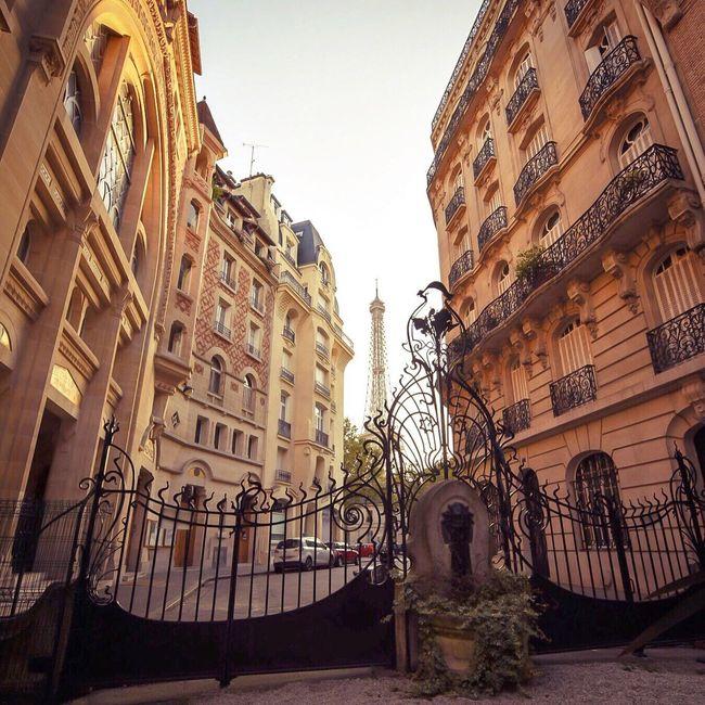 Good Evening Paris! Bonne soirée! Architecture Eyem Best Shot - Architecture Clear Sky Architecture Paris EyeEm Best Shots Parisweloveyou Paris ❤ Photooftheday Tour Eiffel Eiffel Tower