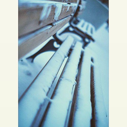 Sitting Bench in Marienhof covered in Snow . Near marienplatz. snowing in Munich. white winter. munich münchen bayarn Deutschland Germany. Taken by my SonyAlpha dslr A57. ثلج شتاء حديقة ساحة بلدية بافاريا ميونخ المانيا