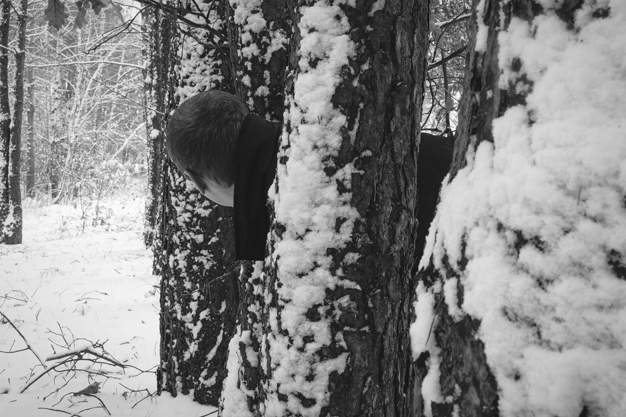 I don't like selfie, but I haven't model🙋😁 Winter Cold Temperature Snow Tree Nature Weather Beauty In Nature Outdoors Belarus Autumn Today's Weather Report Nature Lover By Ivan Maximov From My Point Of View Open Edit Monochrome Photography Black And White Photography Early Winter Belarus Forest Tranquil Scene Backgrounds