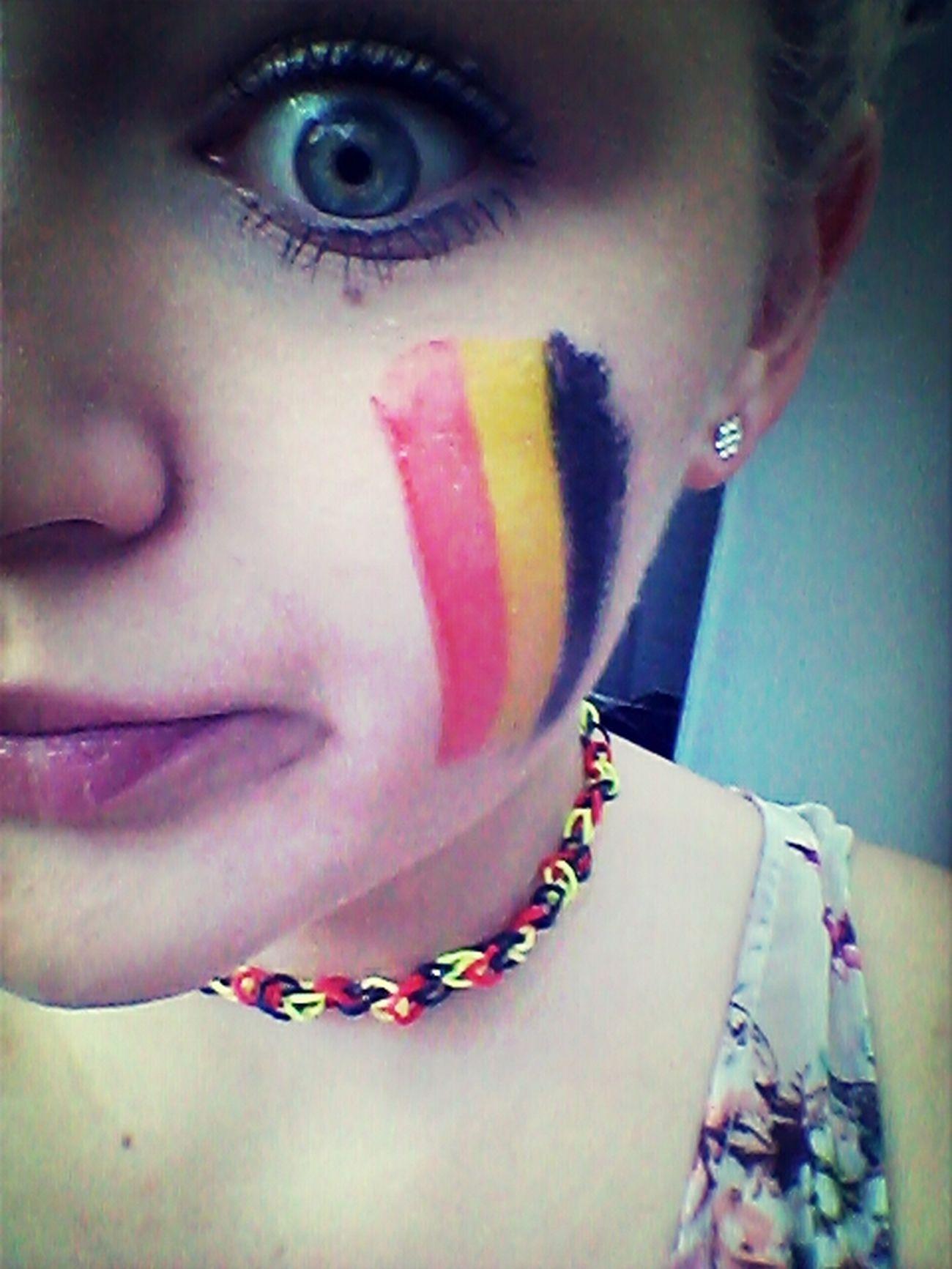 On motive la Belgique meme en servant !!! Fier d être belge !! :-D Portrait Hi! First Eyeem Photo