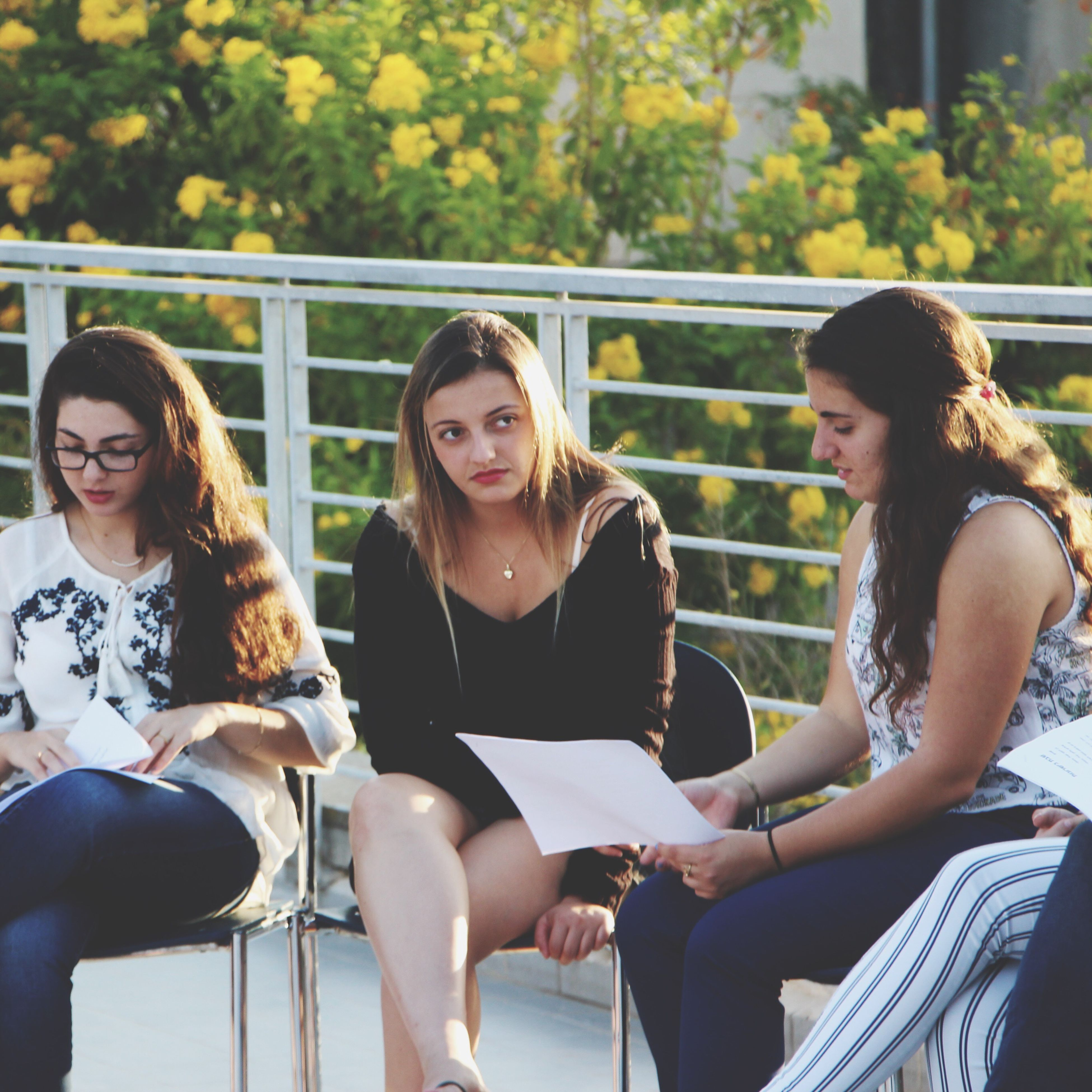 sitting, real people, casual clothing, togetherness, young women, young adult, day, university student, lifestyles, friendship, outdoors