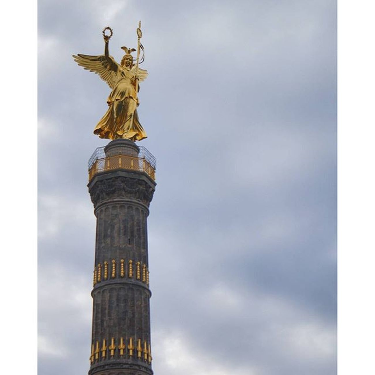 Beautiful Monument and Landmark . the Victorycolumn SiegesSäule at the GroßerStern . berlin Deutschland Germany . Taken by my SonyAlpha dslr dslt a57 . تذكار معلم سياحي تمثال برلين المانيا