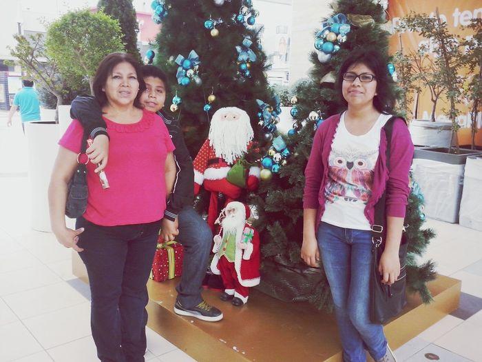 Family ._. Haciendo las compras navideñas... (otra vez)