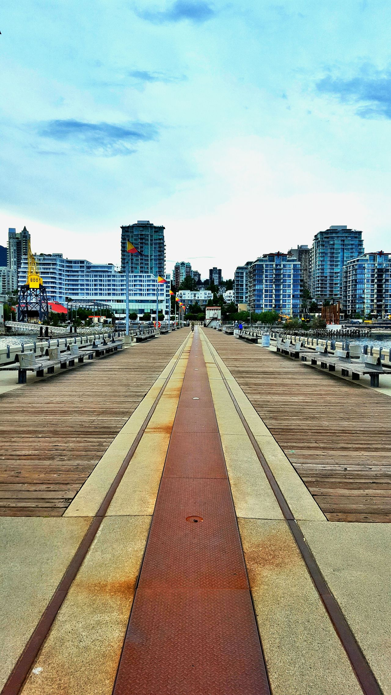 Hanging Out Check This Out Relaxing Vancouver Britishcolumbia Canada Northvancouver View Pier Lonsdale Lonsdalequay Lowerlonsdale