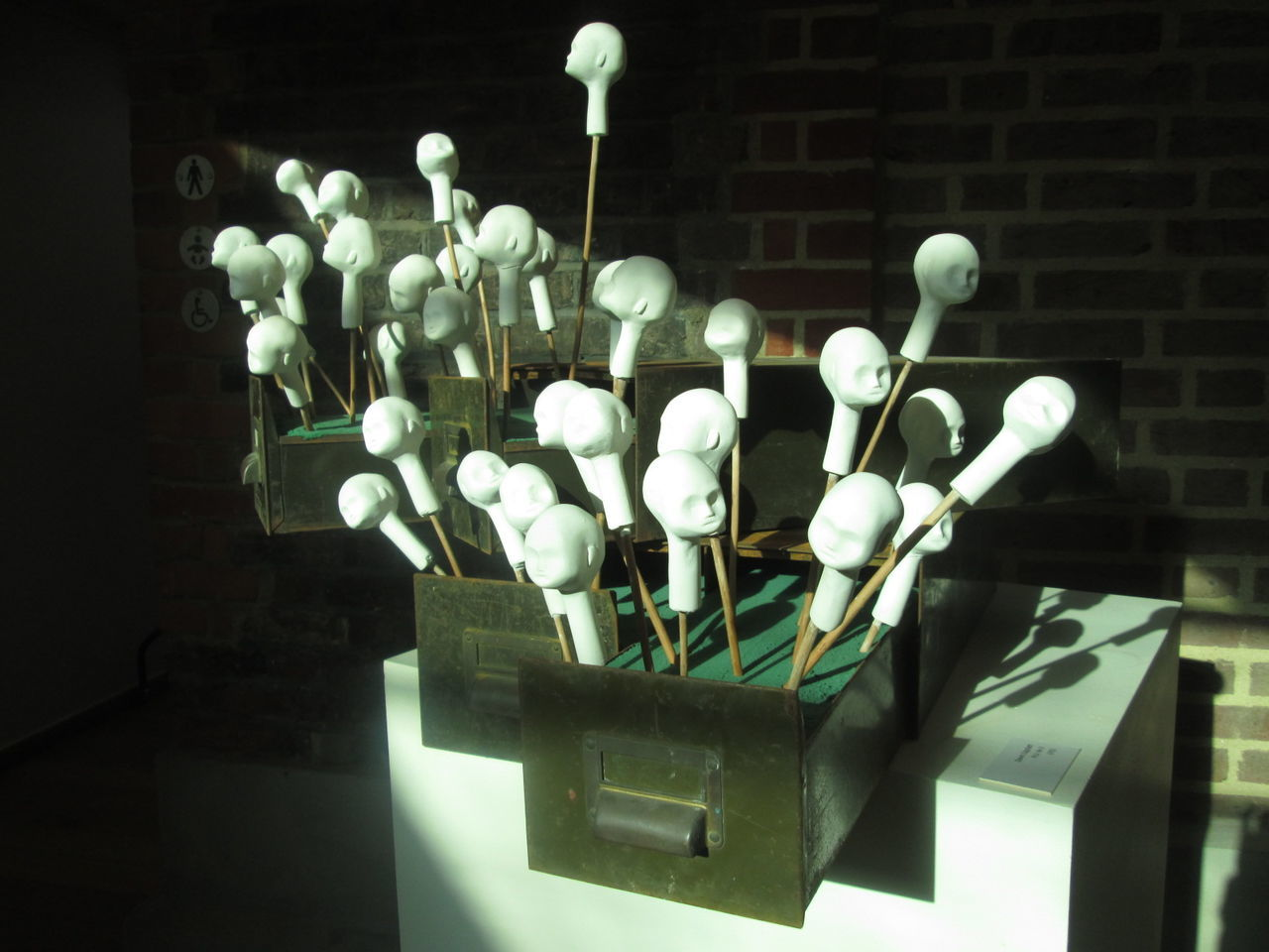 Make someone elses art your art Gallery Hampstead Heath London Modern Modern Art Not Sure Whats Happening Here Skulptur