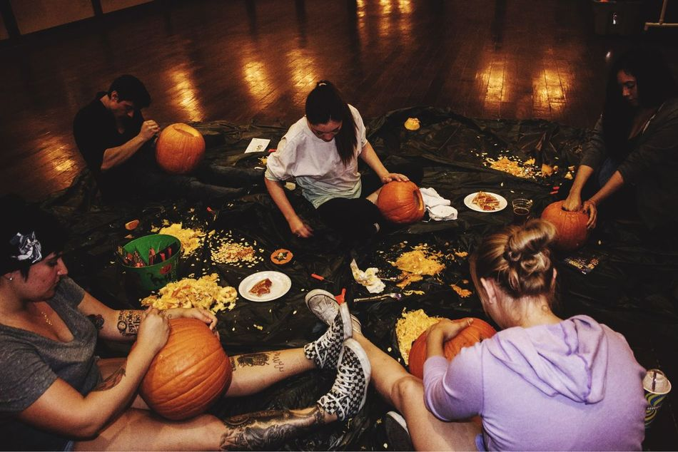 Actual bonding time, scary how rare this is//📷🎃 Capture The Moment Carving Pumpkins Bondingtime No Phones