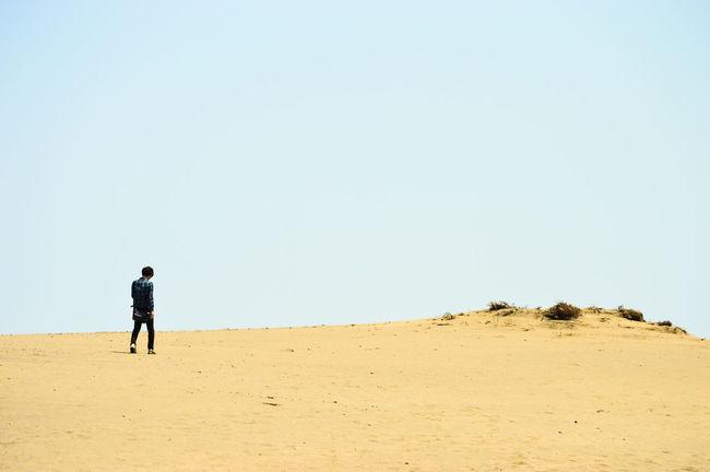 静岡 Japan Shizuoka 静岡 中田島砂丘 EyeEm Selects Sand Full Length Beach One Man Only Desert Walking Sky