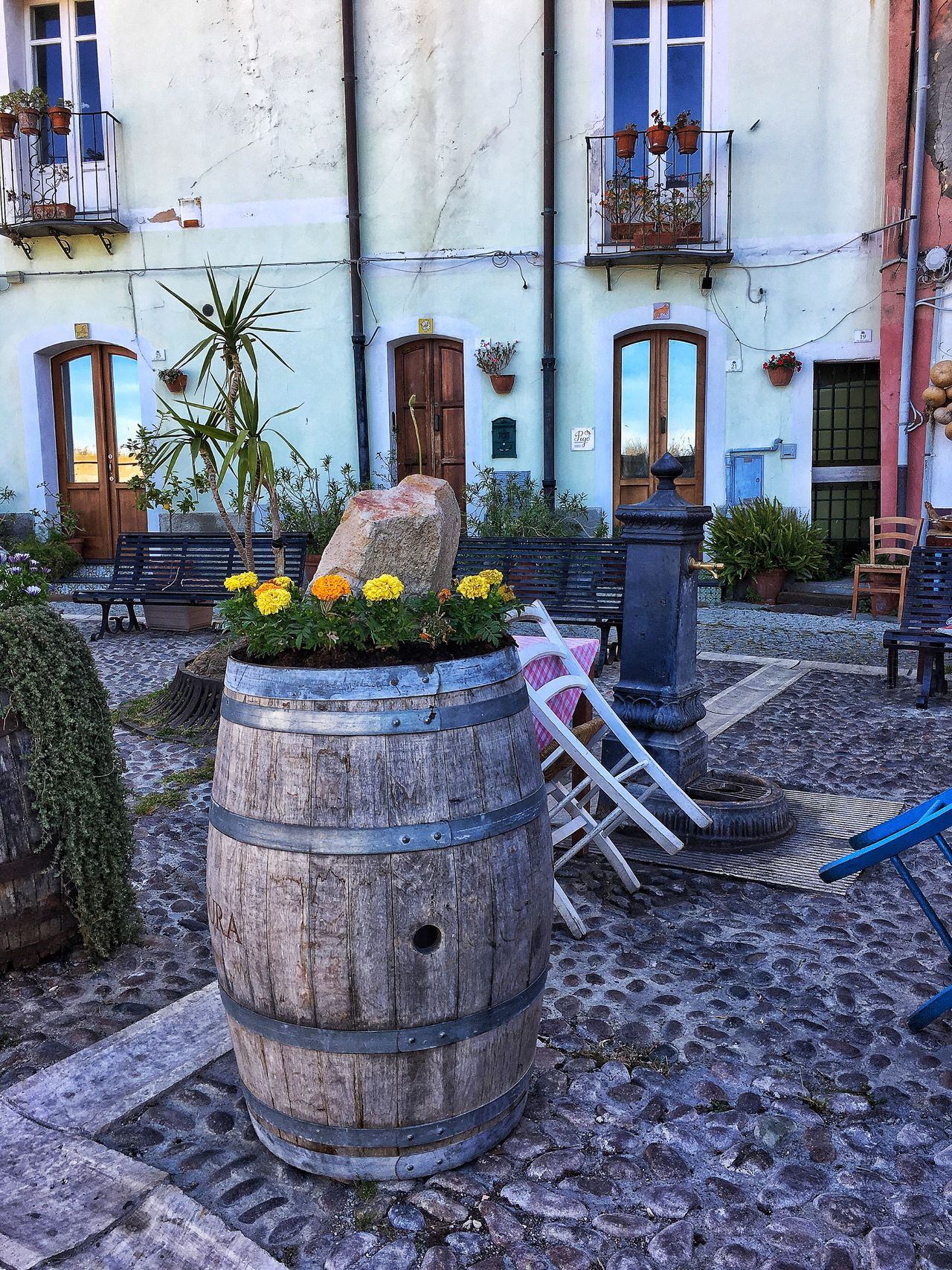 Building Exterior Architecture Built Structure Plant No People Outdoors Residential Building Outside Day EyeEm Best Shots EyeEmBestPics Eyeemphotography Eyeemphoto EyeEmbestshots EyeEm Best Shots - The Streets Cagliari, Sardinia Cagliari Relax Passeggiata EyeEm Gallery EyeEm Masterclass EyeEm Cagliari Urban City Botte Casteddu Centro Storico Di Cagliari Tranquility