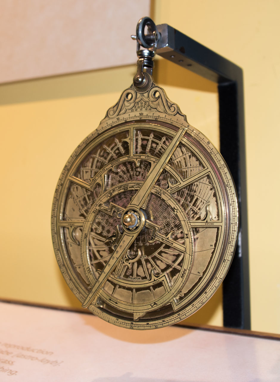 old-fashioned, accuracy, time, close-up, single object, antique, direction, pocket watch, watch, no people, clock, clockworks, roman numeral, indoors, navigational compass, minute hand, day