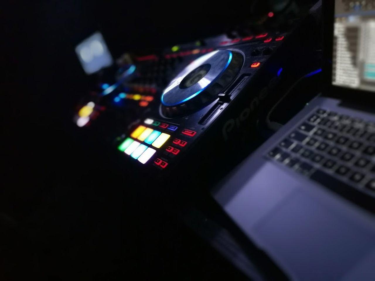 Ddj-sz DJing