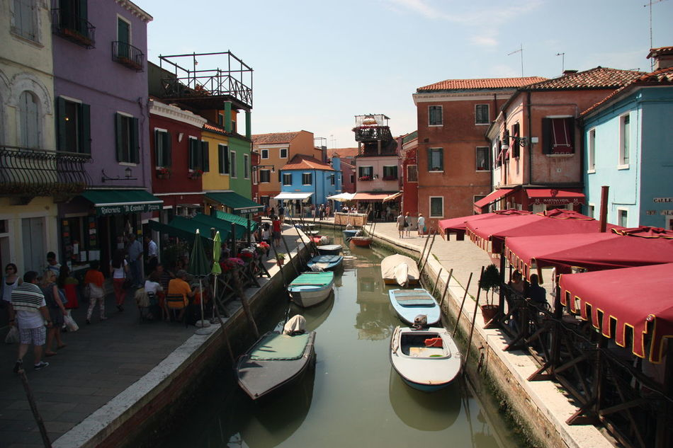 #arquitecture #building #Burano #canal #carnaval #color #colors #murano #veneza #Venice #Venezia #Italy #Italia #Europe Trekking #travelling #sightseeing