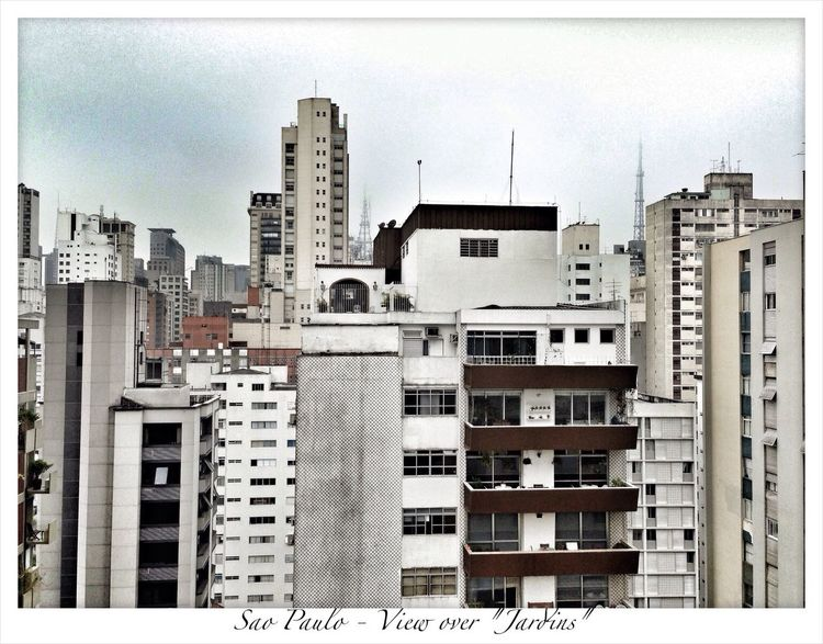 """Arriving Sao Paulo in the early morning. Check in in the Golden Tulip Hotel. First view across """"Jardins"""", one of the most luxorious neighborhoods of Sao Paulo São Paulo Taking Photos IPhoneography Sightseeing"""
