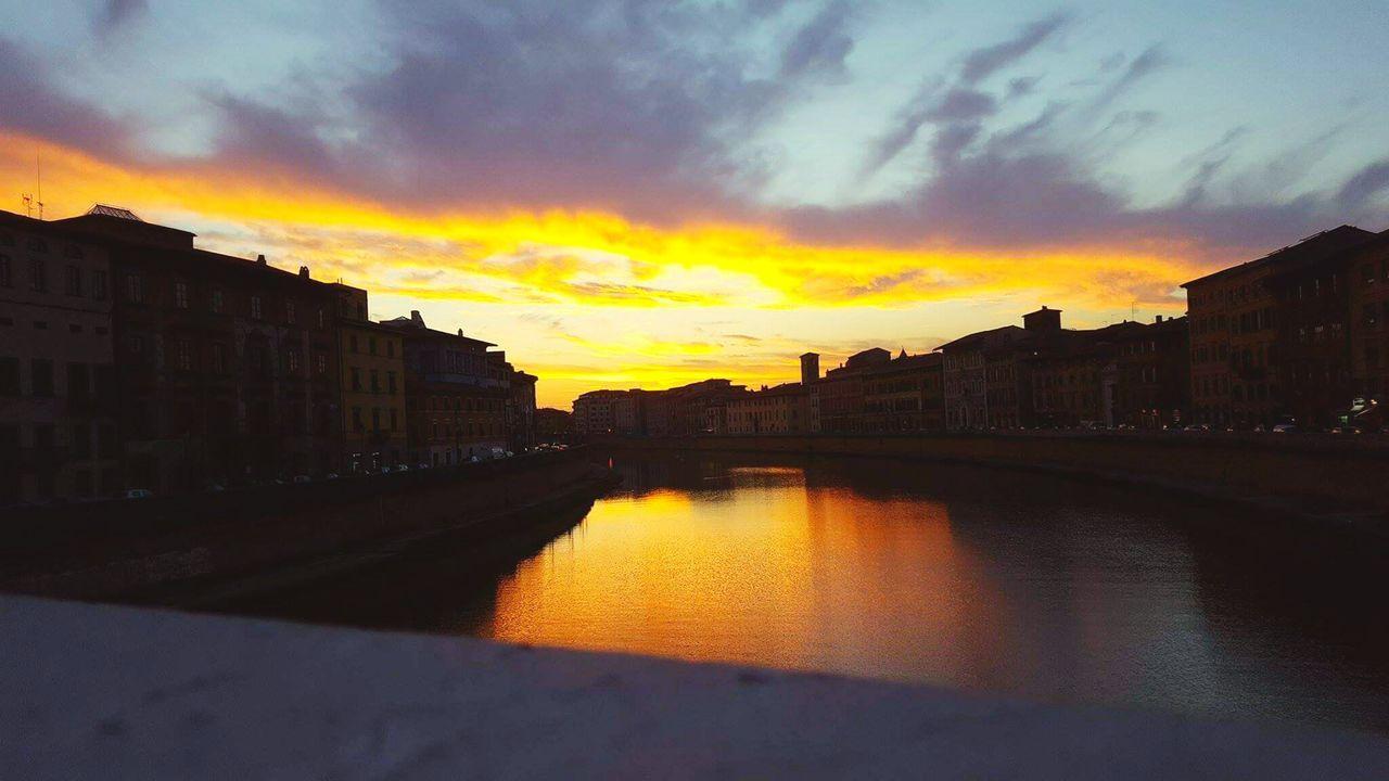 Adapted To The City Sunrise Sun Holiday Italia Pisa