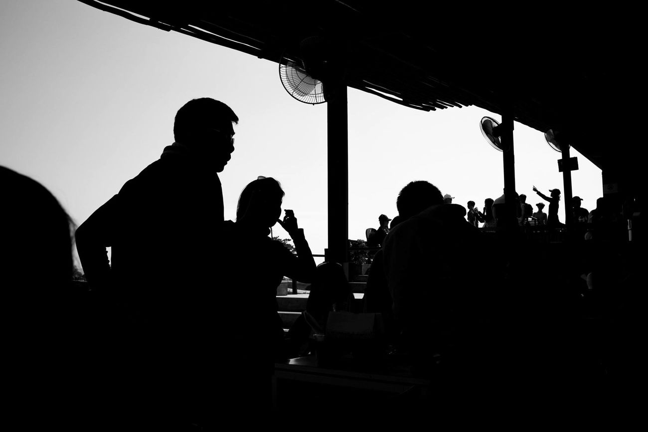 silhuette Silhouette Men Clear Sky Real People Streetphoto Street Streetphoto_bw Street Photography Streetphotography Streetphotographer Streetphotography_bw