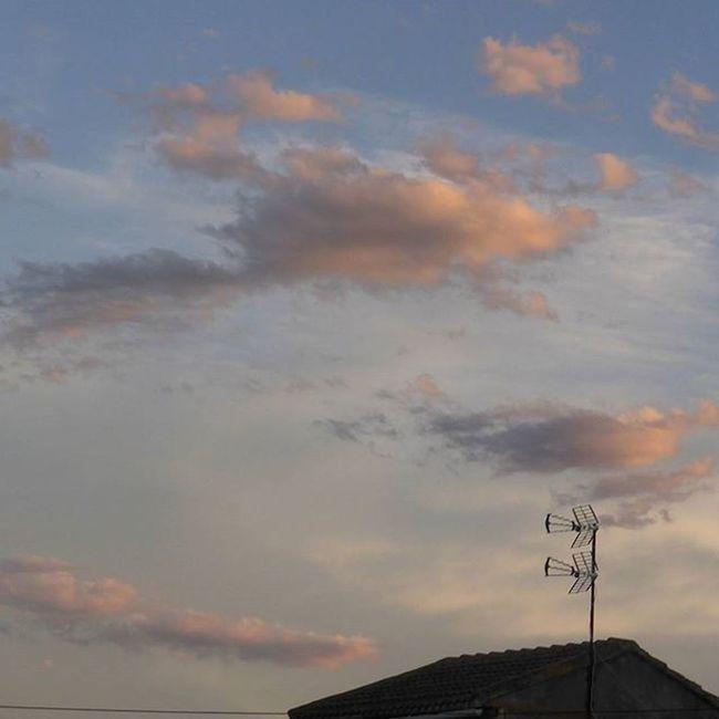 Sintonizando nubes. Skylovers Atrapanubes Igerszgz Igersaragon sky clouds instazgz LasPedrosas YovisitoCincoVillas