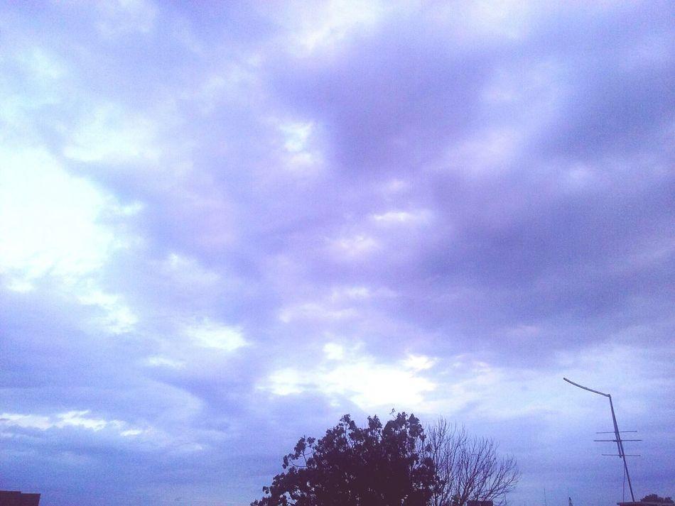 Cielo Cielo Y Nubes  Nublado Tardes Beautifull ♥ Hello World Relaxing Taking Photos Check This Out Enjoying Life Cualquiera Un Día Cualquiera Aburrida ❤✌