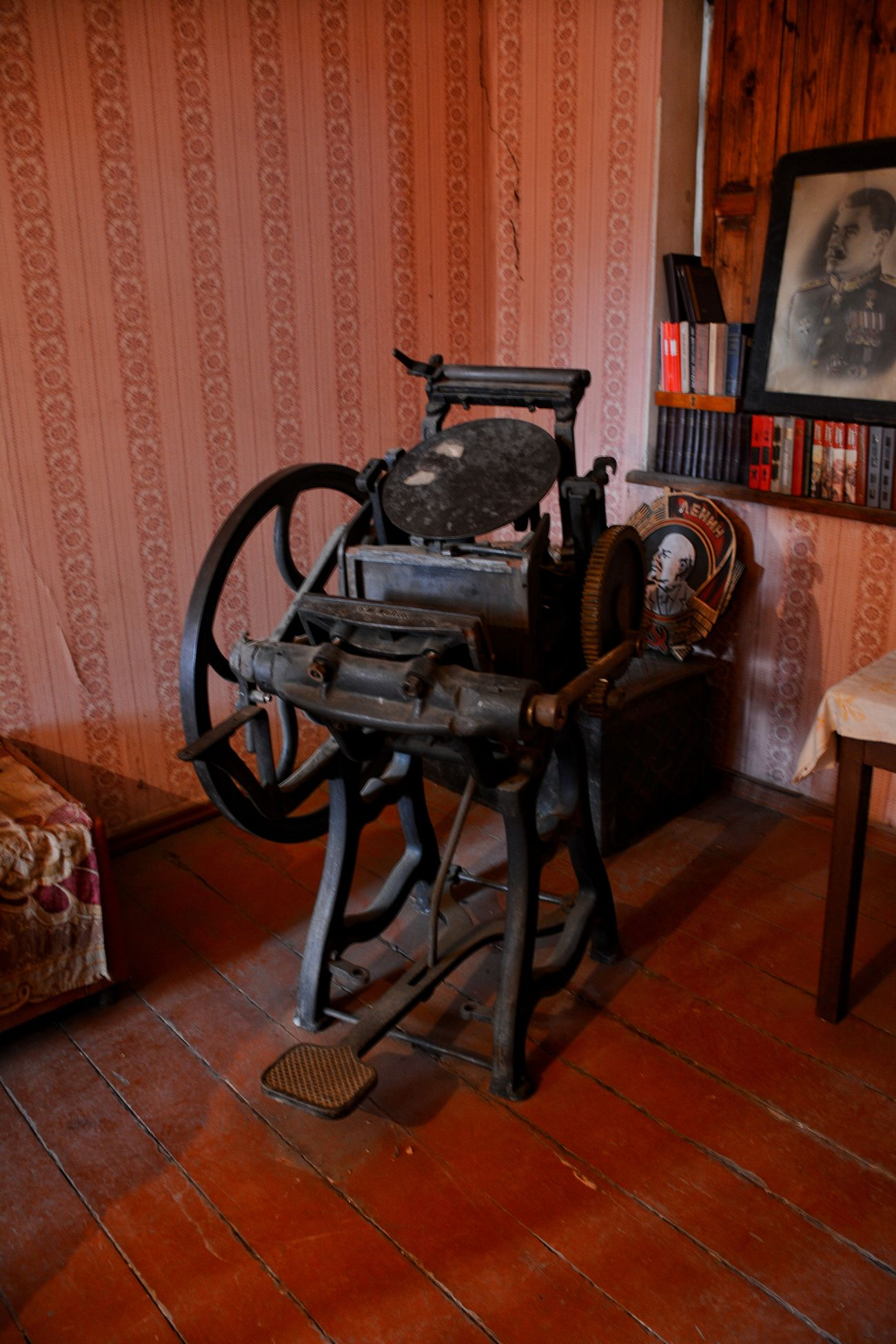 Indoors  Old-fashioned Historical Monuments Printing Machine Printing Old-fashioned Moments Miles Away