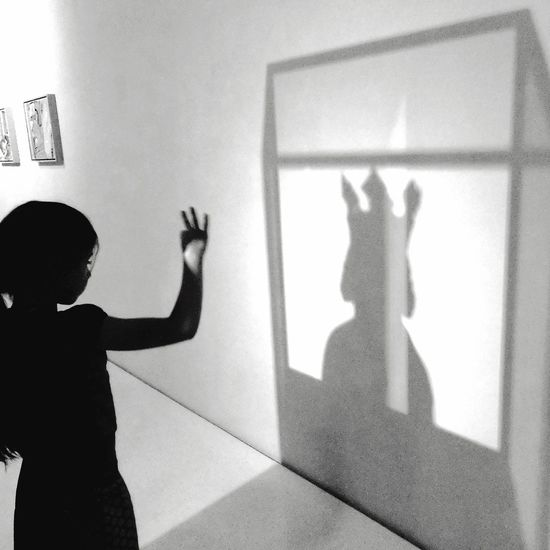 Strange shadow How to get a king? What's Reality human hand museum Standing playing Live For The Story BYOPaper! Shadow Shadows & Lights Shadowplay Shadow Photography Beiing A Child Or A King What's Real Mix Yourself A Good Time
