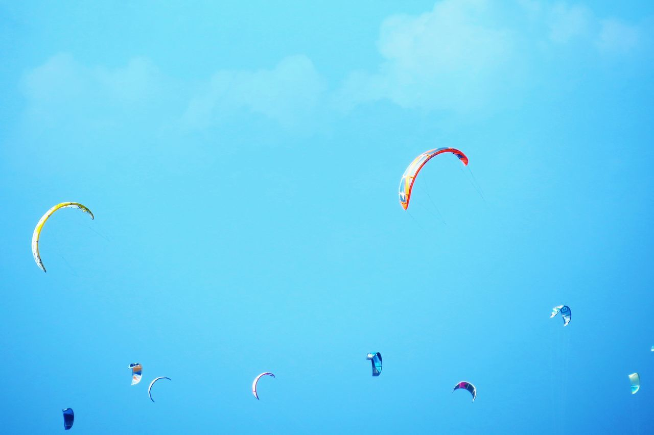Flying Parachute Paragliding Kite - Toy Extreme Sports Outdoors Mid-air Kite Kitesurfing Sails Wind Cloud Clouds Sport Surf Kitesurf Kitesurfer Kites Sky Up Looking Up Check This Out Cloud - Sky Blue Day
