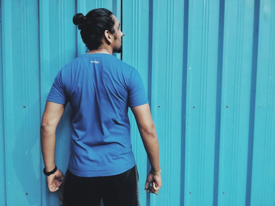 Only Men One Man Only Blue T-shirt Casual Clothing Leaning People Outdoors Adult One Person Adults Only Beard Standing Day Real People City Men Corrugated Iron EyeEm Best Shots Oneplusphotograpgy The Week On EyeEm Premium Collection Bestsellers 2017 Muscular Build Sportsman