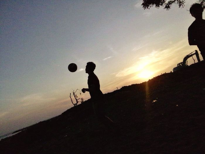 Picnic and play football First Eyeem Photo Sunset_collection Sunset Silhouettes Traveling
