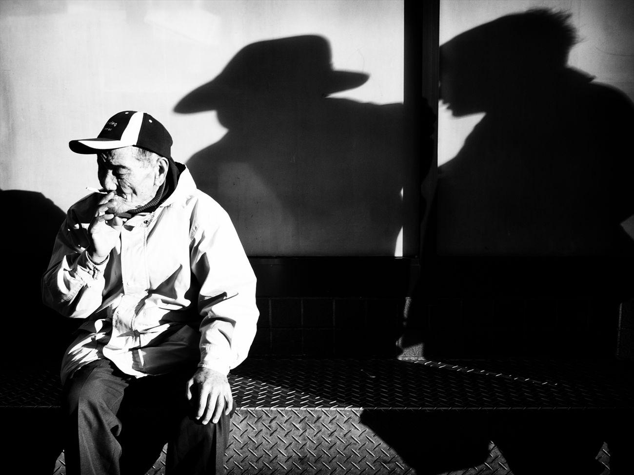トーキョー・ブルース ~Tokyo Blues~ 渋谷 Shibuya #2 B&w Street Photography Black And White Creative Light And Shadow Monochrome Photography People Shibuya SHINJYUKU Street Street Photography Streetphoto Streetphoto_bw Streetphotographer Streetphotographers Streetphotography Streetphotography_bw Tokyo Tokyo Street Photography Tokyo,Japan