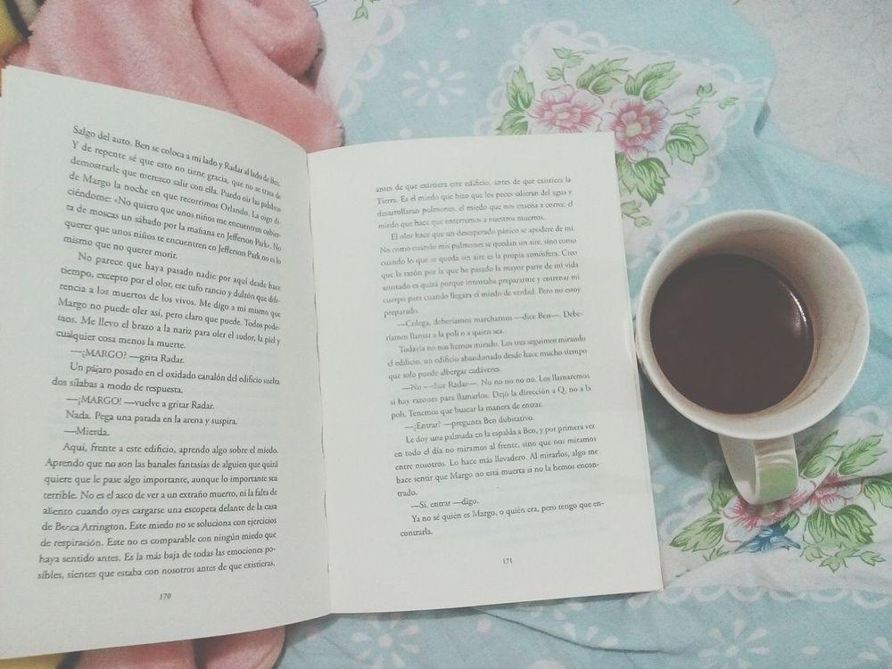 134 paginas. 📚Night Reading Nightphotography Books Papertowns CiudadesDePapel Johngreen Open Edit Chocolate