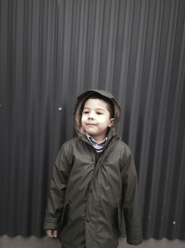 Kid Niño Winter Invierno Urban Urbano City Ciudad Buenosaires Argentina Southamerica Suramerica Fashion Moda Style Estilo Wall Pared Jacket Clothes Check This Out Hi!