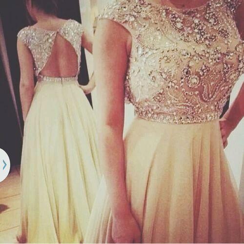 such an elegant dress, classy yet sexy. Stay Classy Beautiful Dress