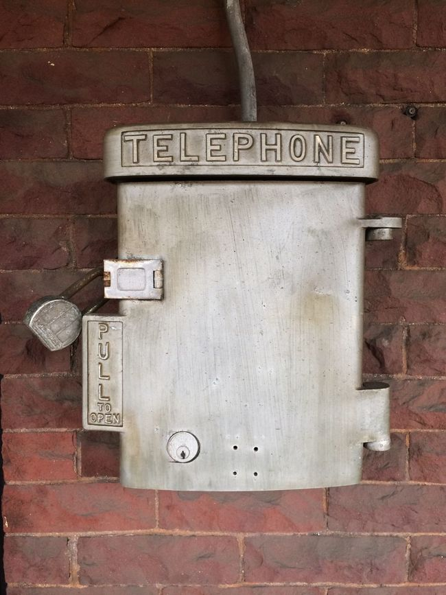 Telefon Telephone Lock Trainstation Emergency