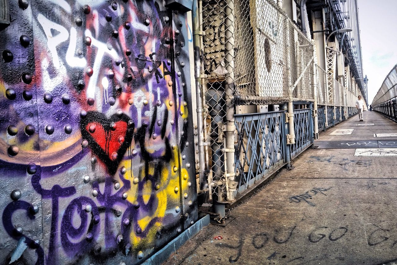 Manhattan Bridge Manhattanbridge Graffiti Graffitiporn Graffitti Graffiti Art Heart NYC Photography NYC Bridge