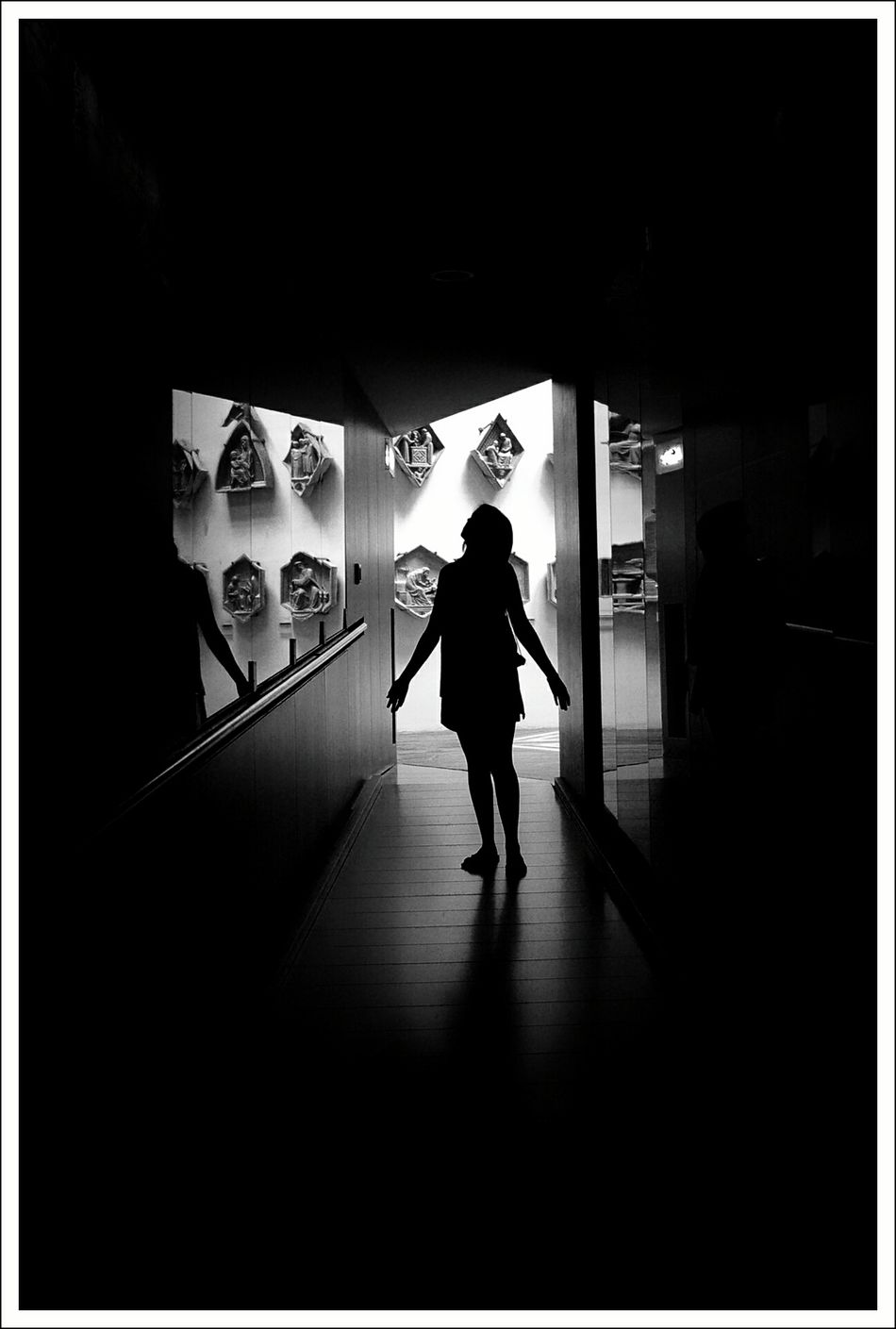 The girl who wanted to make her own series Blanco & Negro  EyeEm Best Shots - Black + White Blanco Y Negro Monochrome Black & White Getting Inspired Snapshots Of Life Siluette Siluetas La Falsa Envoltura De Las Apariencias