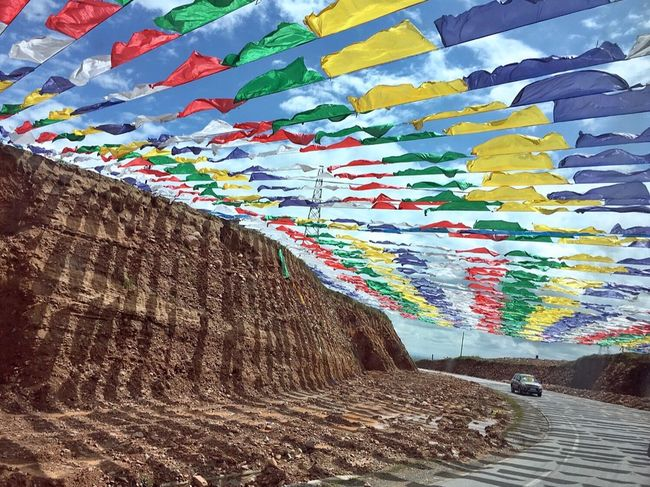 Road 马路 Tibet 去青海湖的路上经过一段这样特别的马路,喜欢😄