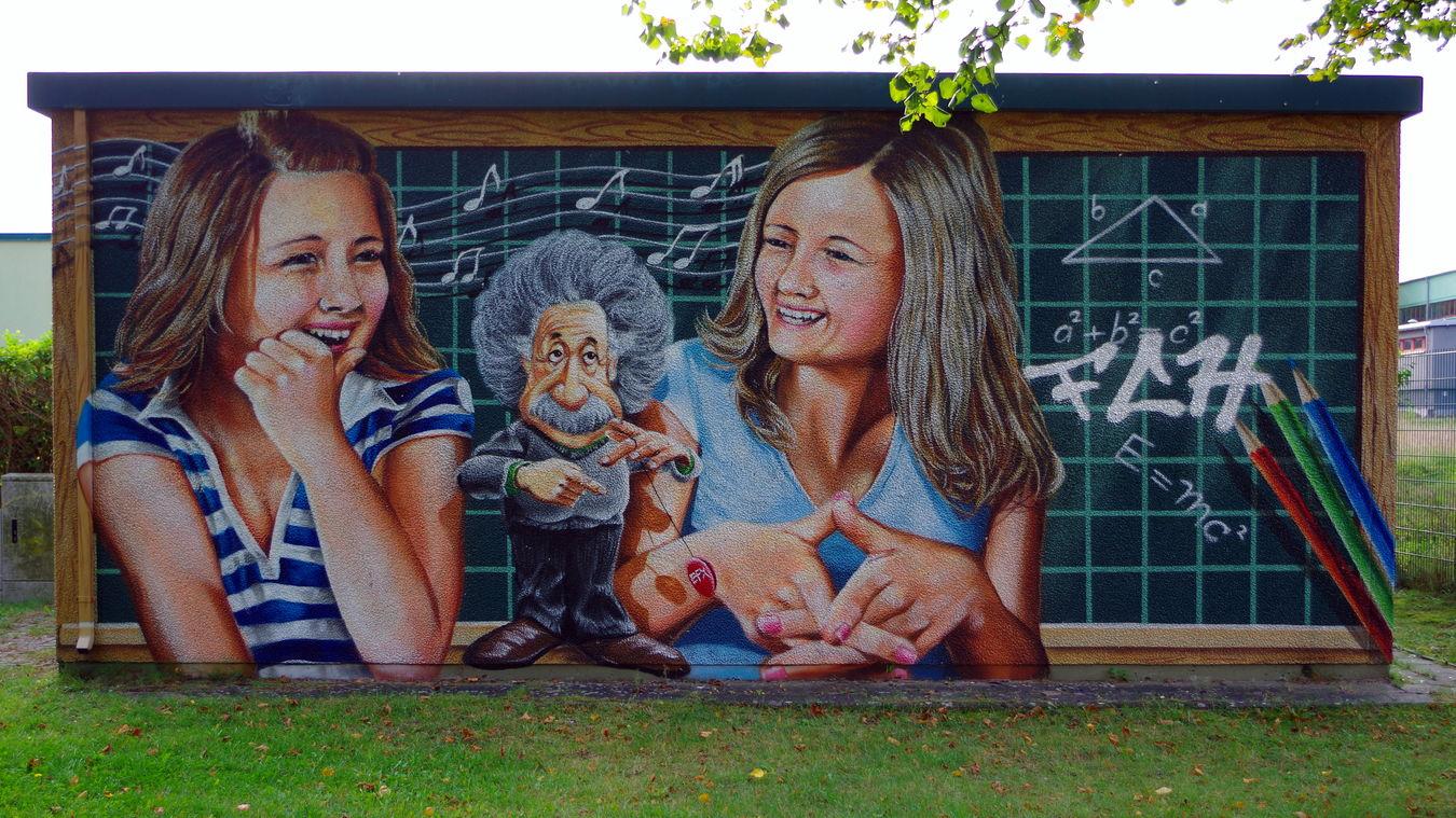 Trafo neben Albert-Einstein-Schule Albert Einstein Bunt Colorful Draußen Graffiti Mathematics Mathematik No People Outdoors The Color Of School Torgelow Trafo Transformer