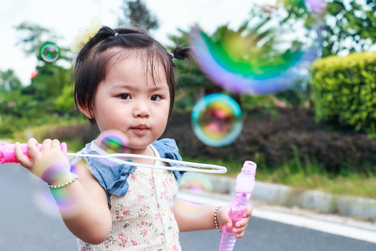 Beautiful stock photos of niedlich, childhood, innocence, child, bubble wand