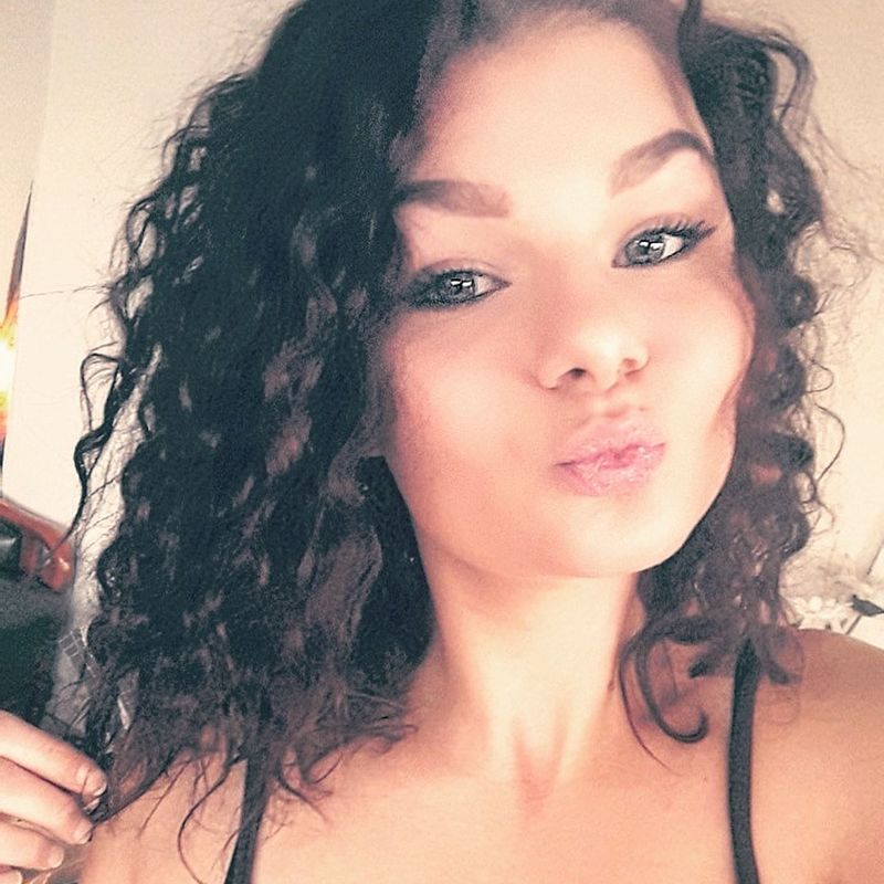 Curly Hair Curls Hairhack Duckface Portrait Confidence  BelgianGirl Hungariangirl Feeling Good Feeling Pretty Today's Hot Look Taking Photos Selfıe