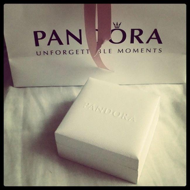Il regalo perfetto esiste. .. Pandora Buonnatale Auguri Regaloperfetto Loadoro