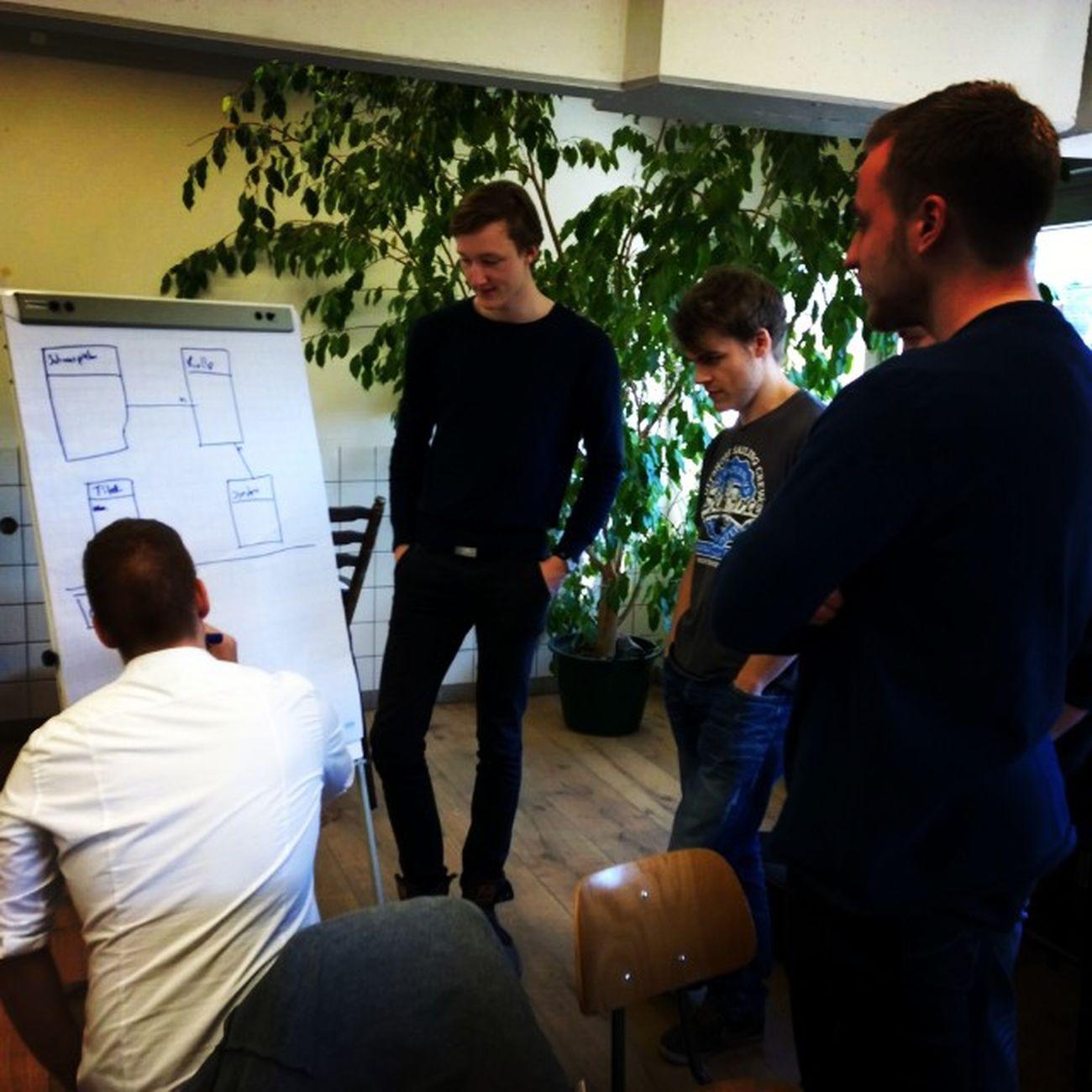 Manchmal muss auch noch das Papier her halten Paper Flipboard Digitalnatives Opencampus hackathon