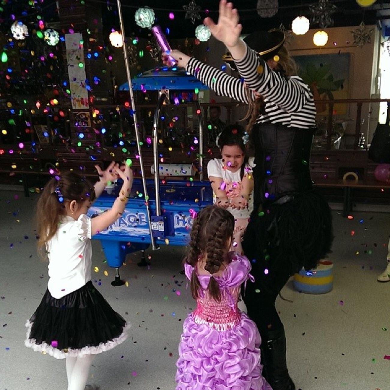 салют  конфети  праздник  радость дети деньрождения