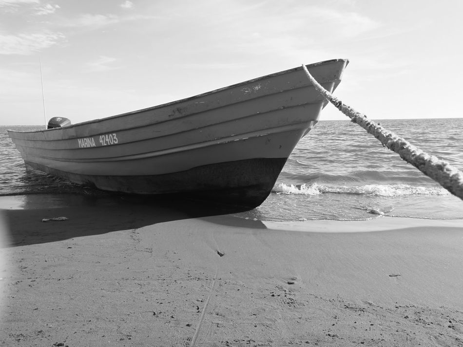 Rifle and shrimps || Blackandwhite Nature Fishing Mexico De Mis Amores Mexican Culture Mexico Fishing Boat Marina Army Army Life No People Beach EyeEmNewHere EyeEmNewHere