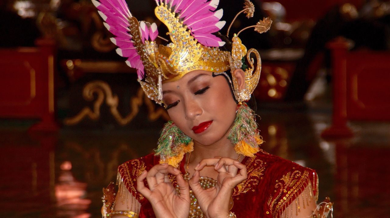 Dancer Tradtional Indonesian Girl Indonesia Culture Adults Only Headshot Young Adult Arts Culture And Entertainment Portrait Adult One Woman Only Women Traditional Clothing Young Women People Only Women Indoors  One Person One Young Woman Only Stage Make-up Period Costume Pagelaran Jogjakarta Java INDONESIA