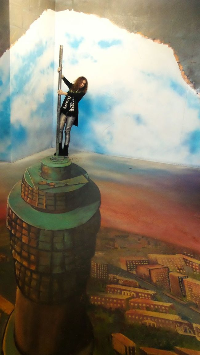 Capturing Freedom Illusion Museum Of Illusion Moscow Freedom Heaven Sky Life Enjoying Life Fall