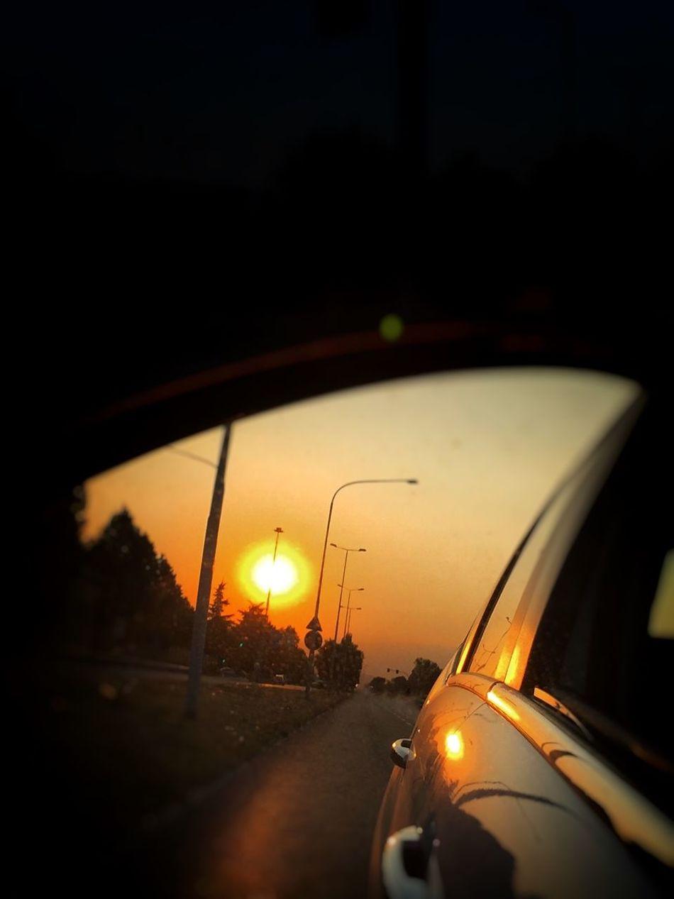 Tienimi per mano al tramonto, quando il giorno si spegne e l'oscurità fa scivolare il suo drappo di stelle… Tienila stretta quando non riesco a viverlo questo mondo imperfetto… Tienimi per mano… portami dove il tempo non esiste… (Hermann Hesse) Tramonto Tramonti_italiani Tramonti Collection Sole Sun Sunset Sunset_collection Riflessi Specchietto Picoftheday Photooftheday Fotodelgiorno Riflesso Specchioriflesso Macchina Citroen Citroenc3 Reflection Taking Photos Hello World Enjoying Life Welcomeweekly